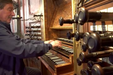niezwykly organista